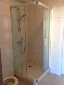 Prysznic na III piętrze -  strona lewa