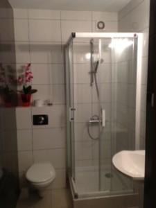 Prysznic na IV piętrze - korytarz