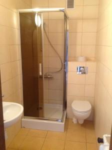 Prysznic z WC na IV piętrze - strona lewa